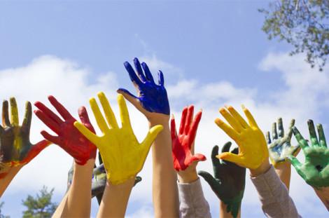 volontariato_mani_colorate